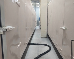 山东日冷食品冷藏箱及地坪聚脲施工